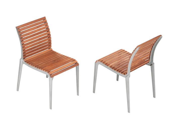 Лек и ергономичен стол за градината от алуминий и тиково дърво