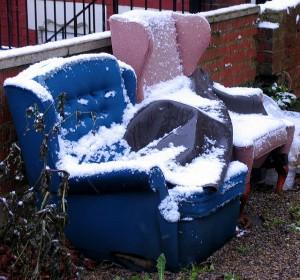 Снегът и ниските температури увреждат градинската мебел