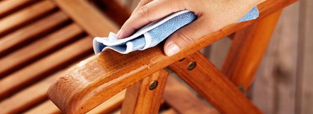 Почистване на мебелите в градината или двора