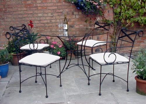 Предпазване на градинските мебели от ръжда