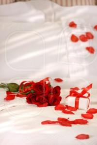 Романтичен интериор на спалнята с рози