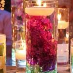 Плаваща свещ в чаша с вода