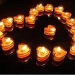 Сърце, образувано от чаени свещи
