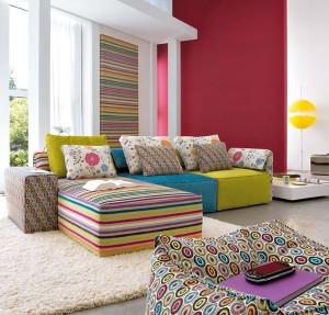 Правилната комбинация от контрастни и комбинираши се цветове ще донесе повече уют в стаята