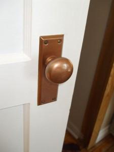 Колко е важно да почистваме интериорните врати?