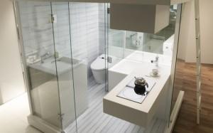 Компактна модерна баня за малък апартамент
