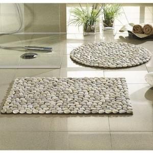 Ръчно направен килим от речни камъчета